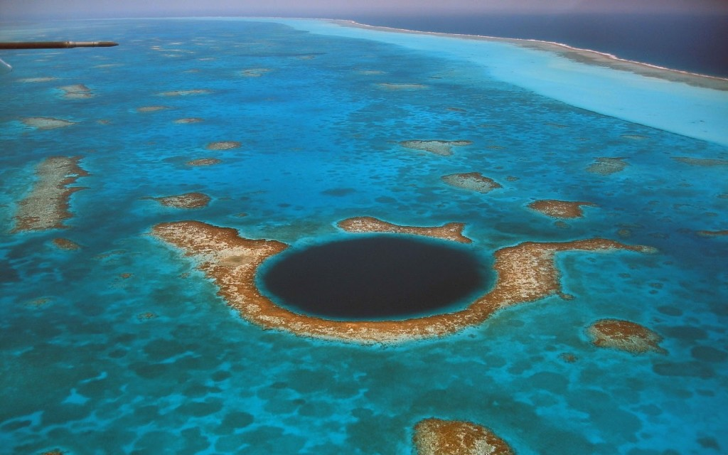 Natural Wonders,blue_ocean_landscapes_nature_great_blue_hole_belize_blue_hole_1600x1200_wallpaper_Wallpaper HD_2560x1600_www.paperhi.com